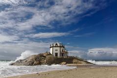 Capela do Senhor da Pedra (f@gra) Tags: capilla capela chapel church iglesia religion beach playa arena sand water wave agua ocean oceano atlantico atlantic blue sky sony landscape paisaje portugal