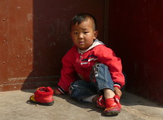 Little Boy Trying To Put On His Shoes (Wolfgang Bazer) Tags: kunming yunnan china bub boy child kind