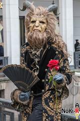 Das Biest (Norbert Kiel) Tags: gold rot schwarz hörner hässlich biest fächer rose hamburg maskenzauber masken zauber venedig italien deutschland alster verkleidung kostüme nokiart