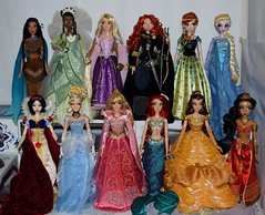 Disney Princesses as 17 Inch Limited Edition Dolls (drj1828) Tags: disneystore limitededition 17inch collectible groupphoto disneyprincess snowwhite tiana princess disney animated belle rapunzel merida cinderella ariel anna elsa aurora jasmine pocahontas