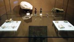 Cabeza de Athis y placa de bronce de Apolo Andelo Museo de Navarra Pamplona (Rafael Gomez - http://micamara.es) Tags: cabeza de athis y placa bronce apolo andelo museo navarra pamplona
