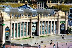Fira Barcelona Montjuïc (Fnikos) Tags: plaza plaça street people building column architecture window mirror fira feria montjuic montjuïc tree nature outdoor