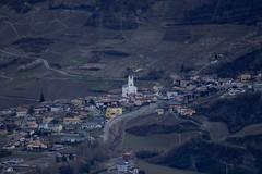 Saxon (bulbocode909) Tags: valais suisse saxon villages maisons églises routes vignes forêts jaune vert rouge