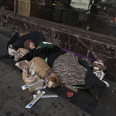 Together (Julio López Saguar) Tags: juliolópezsaguar gente people ciudad city urban urbano calle street madrid españa spain mujer woman durmiendo sleeping perro dog