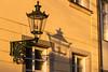 Altstadt (Traumfotos Trautmann) Tags: canoneos100d dämmerung düsseldorf laterne nrw nordrheinwestfalen schatten sonnenuntergang tamron tamron182003563diiivc lampe schattenwurf