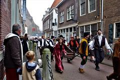 Nederland, The Netherlands, Hollland,, Pays-Bas, Brielle, 1 April feest 1572, la fiesta del 1ro de Abril, la Revolucion Holandesa contra la monarquia española. viering van het feit dat op 1 april 1572, Den Briel bevrijd werd van de Spanjaarden door de Wat (LATINOS AMERICANOS EN HOLANDA) Tags: nederland thenetherlands hollland paysbas brielle 1aprilfeest1572 lafiestadel1rodeabril larevolucionholandesacontralamonarquiaespañolavieringvanhetfeitdatop1april1572 denbrielbevrijdwerdvandespanjaardendoordewatergeuzen 1rodeabrildel2018 latinosamericanosenholanda denbriel riviereland paisesbajos verkleedfeest matsuobasho japon enmicasa straatfotografie photographiederue streetphotography denbrielle denbrielbrielle matsuobashojapon japan haiku festival