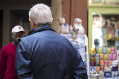 "Bologna -  ""Il quadrilatero"" - Via Pescherie Vecchie (Massimo Battesini) Tags: bologna emiliaromagna italia it olympusem5markii olympus em5markii panasoniclumixgxvario35100f28 panasonic lumix panasonic35100mmf28 worldcitycenters market marché mercato bazar bazaar centrostorico zentrum centreville centromedievale centremédiéval medievalcenter centromedieval città ville city stadt town ciudad photographiederue streetphotography fotografiaderua photosdelavie escenacallejera ilquadrilatero viapescherievecchie italy italie italien europe europa"