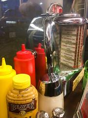 johnnie's jukebox (dolanh) Tags: johnniespastrami condiments food culvercity jukebox restaurant