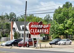 Round-Up Cleaners - Oklahoma City,Oklahoma (Rob Sneed) Tags: usa oklahoma oklahomacity roundupcleaners vintage drycleaners alterations neighborhood npennsylvaniaave urban cleaners laundry independent 20thcentury neon independentbusiness shepherdhistoricdistrict
