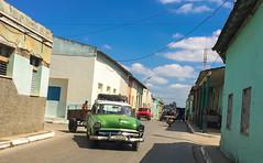 Streets in La Esperanza, Cuba 2018 (lezumbalaberenjena) Tags: old machine maquina máquina máquinas american americana americano carro vintage classic lezumbalaberenjena