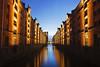 In der Speicherstadt (Lilongwe2007) Tags: hamburg deutschland speicherstadt dämmmerung blaue stunde symmetrie spiegelung wasser himmel hafencity