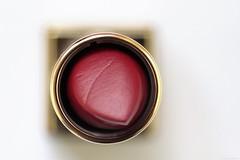 La Parisienne (Christelle Diawara) Tags: macromondays circles rougeàlèvre yvessaintlaurent ysl lipstick red tube macro christellediawara rouge doré golden luxe minimalisme