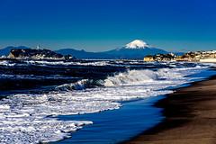 Mt. Fuji and Enoshima Iland view from the Shichirigahama beach (Dakiny) Tags: 2018 winter january japan kanagawa kamakura shichirigama beach shonan coast mtfuji enoshima city street landscape d750