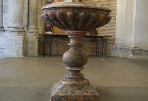 Fonts baptismaux de la basilique Saint-Sernin de Toulouse, France.