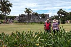 Tulum ,bien chapeautés (Hélène Baudart) Tags: chapeau tulum mexique touristes