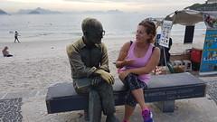 RIO DE JANEIRO - Carlos Drummond (sileneandrade10) Tags: viagem sileneandrade riodejaneiro rio turismo estátua cidade escultura praia copacabana
