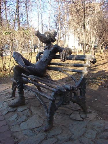 Памятник крокодилу