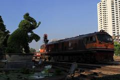 I_B_IMG_9173 (florian_grupp) Tags: southeast asia thailand siam thai train railway railroad srt staterailwayofthailand metregauge metergauge bangkok krungthep station mainstation hualumpong hualamphong diesel loco locomotive alsthom krupp ge generalelectric