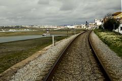 Líneas convergentes (Txaro Franco) Tags: vía ferrocarril trenbidea paralelas líneas convergentes faro portugal capital algarve chemindefer víaférrea mar marisma ríaformosa parquenaturaldelaríaformosa