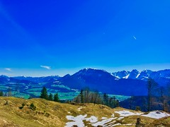 The Alps seen from Nußlberg near Kiefersfelden, Bavaria, Germany (UweBKK (α 77 on )) Tags: alps view ausblick panorama nuslberg nusslberg sky blue mountains trees forest clear kiefersfelden bavaria bayern germany deutschland europe europa valley tal inn river iphone