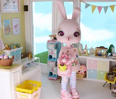 Pippin's New Friend #9 (Arthoniel) Tags: pippin crobidoll lami pink resin bunny rabbit bjd balljointeddoll pompompurin pompom diorama roombox ooak tiny collection rement megahouse colection nereapozo keera dollhouse toyshop cute figure doll