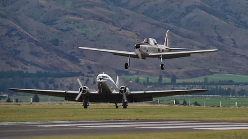 DC-3 & de Havilland Chipmunk