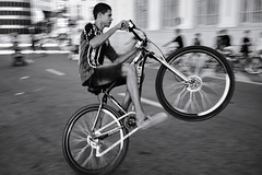 Love for speed and bikes (fcribari) Tags: 2018 brasil fujifilm pernambuco recife x100t bicycle bike blackandwhite blancoynegro fotografiaderua monochrome pretoebranco street streetphotography