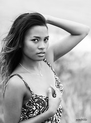 Nouria (Daniel Payet) Tags: sunset black white woman girl 6d 85 f12 l ii canon natural ligth beauty