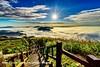 夕陽。雲海。茶園。步道 (Benzyu) Tags: 隙頂 二延平步道 隙頂觀景台3亭 台18線 雲海 雲瀑 夕陽 星芒 藍天白雲 風景 nikon1424mmf28g 芒草 茶園 山岳 落日 阿里山