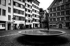 Heart Fountain (dlerps) Tags: daniellerps lerps schweiz sigma sony sonyalpha sonyalphaa77 swiss switzerland zurich zürich lerpsphotography bowl water bw blackwhite monochrome oldtown town city urban waterworks sprinkler fountain