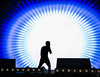 (Cindy en Israel) Tags: israelcalling israel telaviv contraluz azul blanco luz persona hombre humano música arte