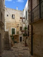 Un vicolo in Puglia (giorgiorodano46) Tags: novembre2017 november 2017 giorgiorodano polignano polignanoamare puglia italy vicolo buildings