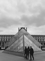 The Louvre, Paris (Miranda Ruiter) Tags: streetphotography photography art france paris architecture glass pyramid museum louvre museedulouvre