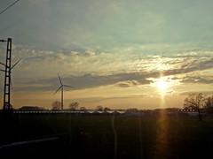 Energie (onnola) Tags: nordrheinwestfalen deutschland germany northrhinewestphalia sonne himmel wolken sky clouds sun gegenlicht backlightning sonnenuntergang sunset silhouette windrad