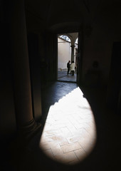Arch of Light (Giorgio Verdiani) Tags: firenze florence people gente italy italia architecture architettura sigma dp0 14mm quattro digitalcamera fotocameradigitale shadow ombra light luce arch arco church chiesa exhibition mostra miseenplace dida dipartimentoarchitettura sun sole santaverdiana tuscany toscana