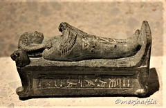 Statuette of prince Thutmose lying on a bier (Merja Attia) Tags: statuette princethutmose embalmingtable babird memphis amarnaperiod 18thdynasty newkingdom berlin neuesmuseum amarna amarnaart ancient egypt ancientegypt archaeology egyptology