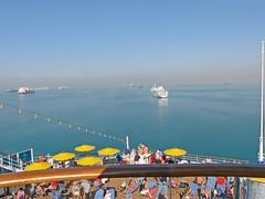 Egypte, le Canal de Suez, côté relax au bon milieu du lac Great Bitter Lake (Roger-11-Narbonne) Tags: canal suez egypte bateau