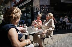 Els Tres Tombs, Barcelona (.orbod) Tags: spanien barcelona cafe raval damen frühsstück