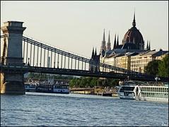 Budapest (Hungary) (sky_hlv) Tags: széchenyichainbridge széchenyilánchíd puentedelascadenas puente bridge rio river danubio danube danuberiver duna riodanubio budapest hungría hungary europe europa city ciudad capital