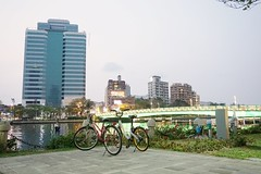 Kaohsiung, Taiwan (cruz.beez) Tags: a6000 sony together bicycle building bridge river love sunset kaohsiung taiwan