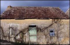 Mareil en Champagne (Sarthe) (gondardphilippe) Tags: mareilenchampagne sarthe maine paysdelaloire maison house rural ruralité ciel e door sky fenêtre windox extérieur outdoor