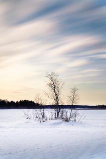 Frozen lake / Järven jäällä