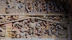 Iglesia abacial de Sainte-Foy / Conques / Aveyron (43) / França / France / Francia (Ull màgic (+1.500.000 views)) Tags: conques aveyron frança france francia romànic románico esglèsia iglesia arc escultura edifici arquitectura pòrtic pórtico fuji xt1 abadía