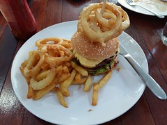Cheeseburger, onion rings and fries at Park &Pool Resort, Nong Khai, Thailand (SierraSunrise) Tags: nongkhai thailand isaan esarn hamburger cheeseburger frenchfries onionrings hotel resort