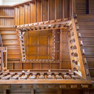 L'escalier en bois - EXPLORE