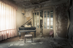 Living room concert (Dennis van Dijk) Tags: abandoned forgotten decay derelict europe eu ue urban exploration art lost found moody beauty precious stairs rust dust explorer music piano player man pianoman maestro grand