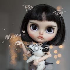 Cat Girl with her dog <3 (KarolinFelix) Tags: ooak blythe doll custom customblythe ooakblythe factoryblythe simplychocolate missfelixdolls karolinfelix missfelix artdoll