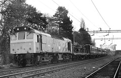 25-125-Electrification-train-Berkswell-6-4-1980 edit (D1021) Tags: rat 25125 class25 electrificationtrain westcoastmainline wcml berkswell britishrail br scan bw blackandwhite