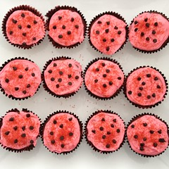 Lady Bug Muffins ... #foodart (Mr. Happy Face - Peace :)) Tags: foodart2018 vegan ladybug theme birthday cake muffin pink chocolate party big3 becca