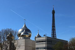 Paris: Russian Holy Trinity Cathedral and the Eiffel Tower (daniel EGV) Tags: eglise church biserica catedrala cathedrale cathedral ortodox orthodox orthodoxe ortodoxa